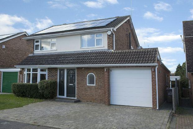 4 Bedrooms Detached House for sale in Bodmin Road, Woodley, Reading,