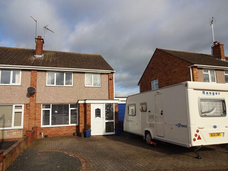 3 Bedrooms Semi Detached House for sale in Aldermere Road, Kidderminster DY11 5HN