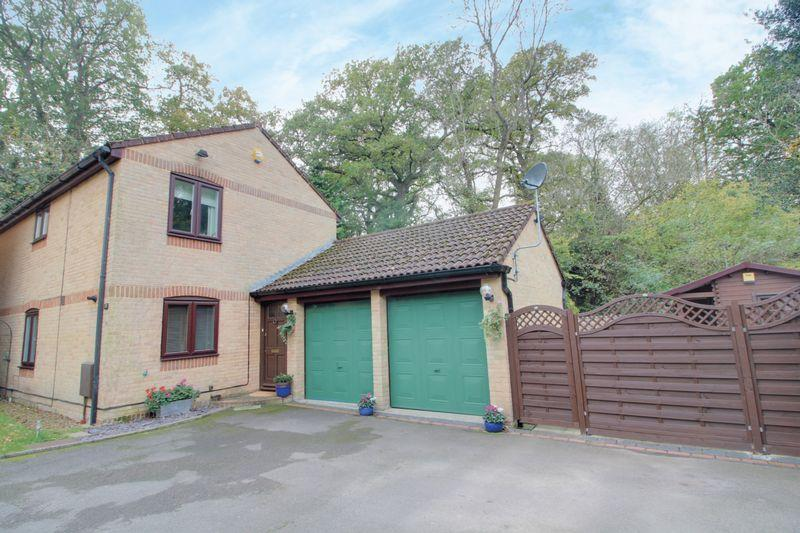 4 Bedrooms Detached House for sale in Hawkhirst Road, Kenley