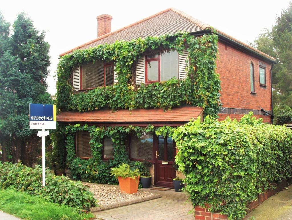 4 Bedrooms Detached House for sale in Mill Hill Avenue, Pontefract