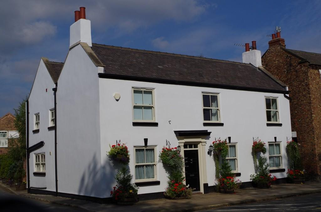 5 Bedrooms Detached House for sale in High Street, Rawcliffe