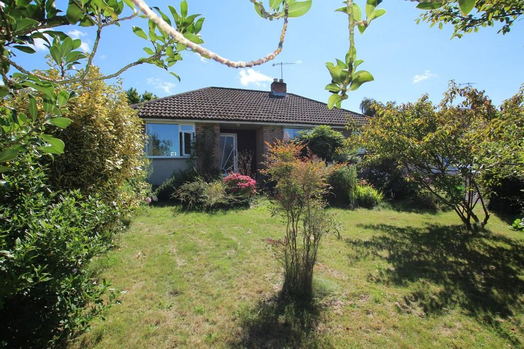 2 Bedrooms Detached Bungalow for sale in Ripe for the picking, a wonderfully positioned bungalow in popular Sandford