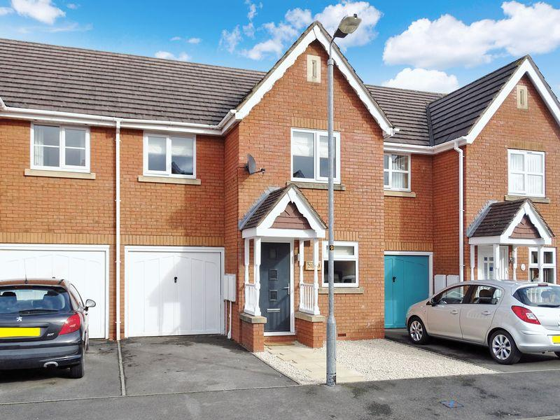 3 Bedrooms Terraced House for sale in Speedwell Close, Melksham