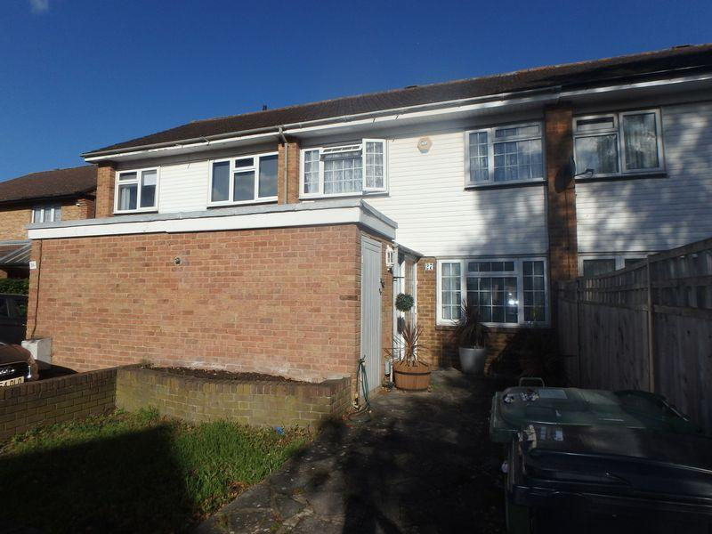 3 Bedrooms Terraced House for sale in Bloomsbury Close, Epsom