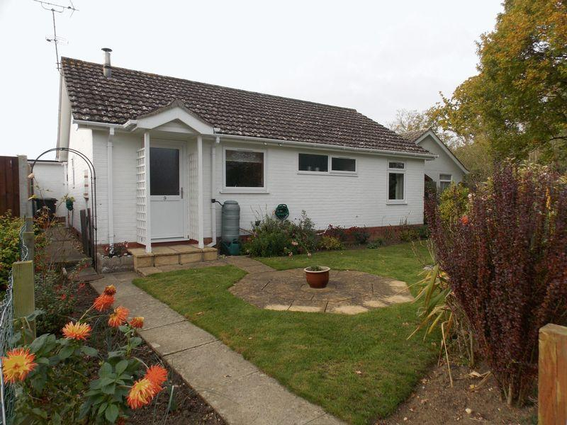3 Bedrooms Bungalow for sale in St Peters Way, Thurston