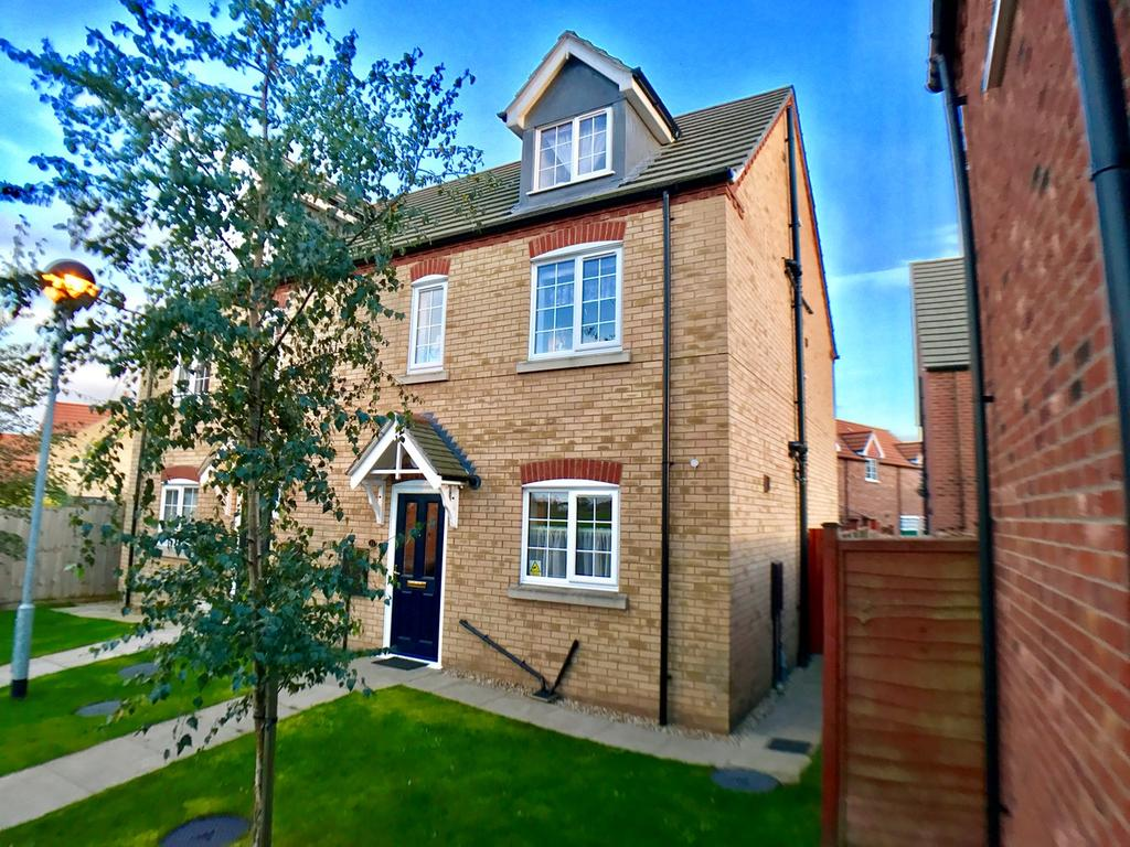 4 Bedrooms Semi Detached House for sale in Larkspur Way, Spalding, PE11