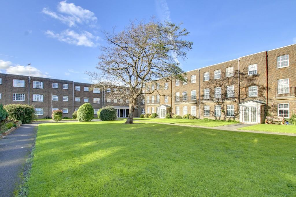 2 Bedrooms Flat for sale in Southwick