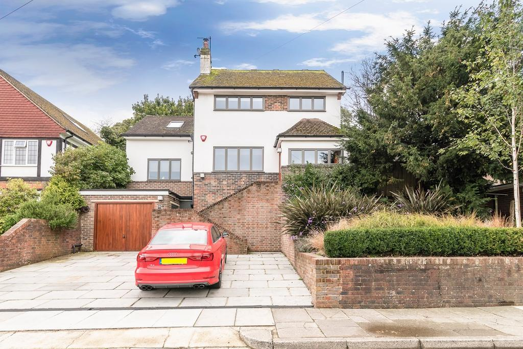 5 Bedrooms Detached House for sale in Hillside Way, Withdean, Brighton, BN1