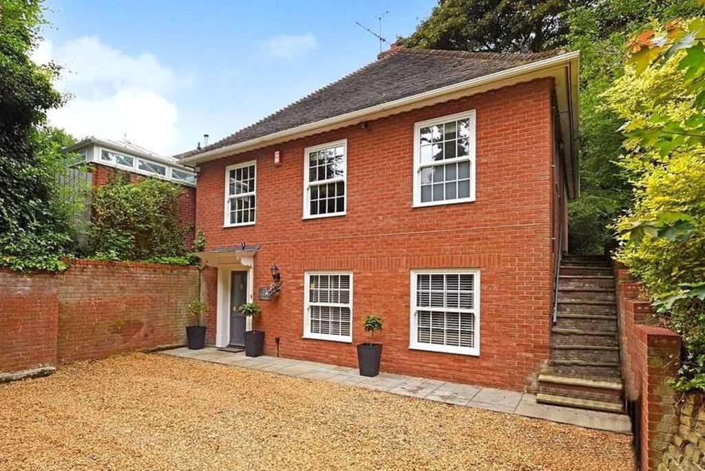 4 Bedrooms Detached House for sale in Dale Hall Lane, Ipswich, Suffolk