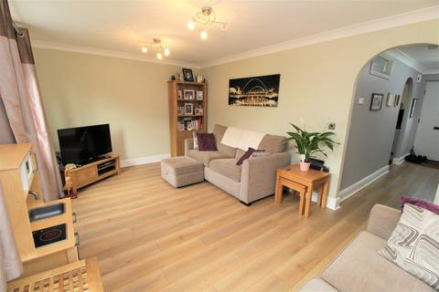 3 bedroom end of terrace house for sale - Springham Drive, Colchester, CO4 5FN