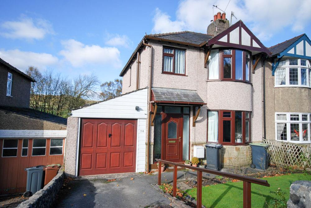 3 Bedrooms Semi Detached House for sale in Macclesfield Old Road, Buxton