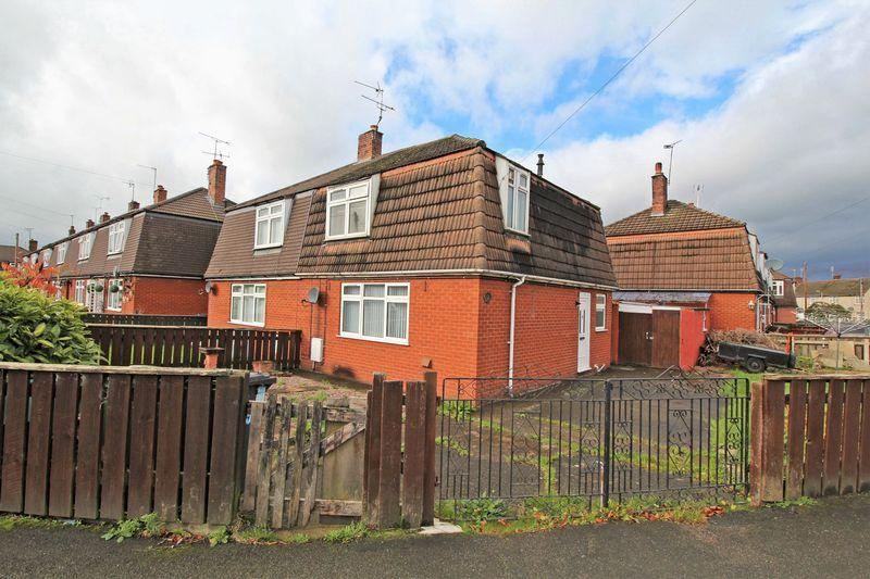 2 Bedrooms End Of Terrace House for sale in Walden Crescent, Chirk