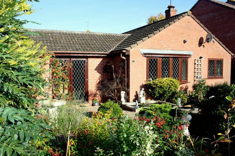 2 Bedrooms Detached Bungalow for sale in Hawthorne Close, Pershore