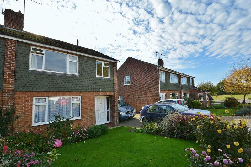 3 Bedrooms Semi Detached House for sale in Holliers Close, Thame