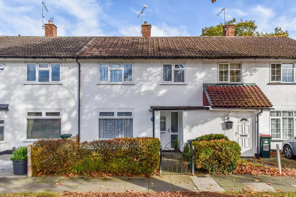 3 Bedrooms Terraced House for sale in Pond Wood Road, Three Bridges