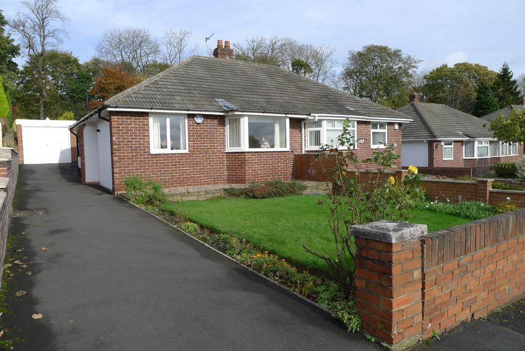 2 Bedrooms Semi Detached Bungalow for sale in Hyrst Garth, Batley