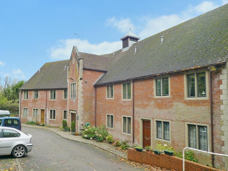 2 Bedrooms Flat for sale in Waldron Court, Longbridge Deverill, BA12