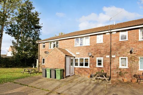 1 bedroom ground floor flat to rent - Salisbury Close, Alton