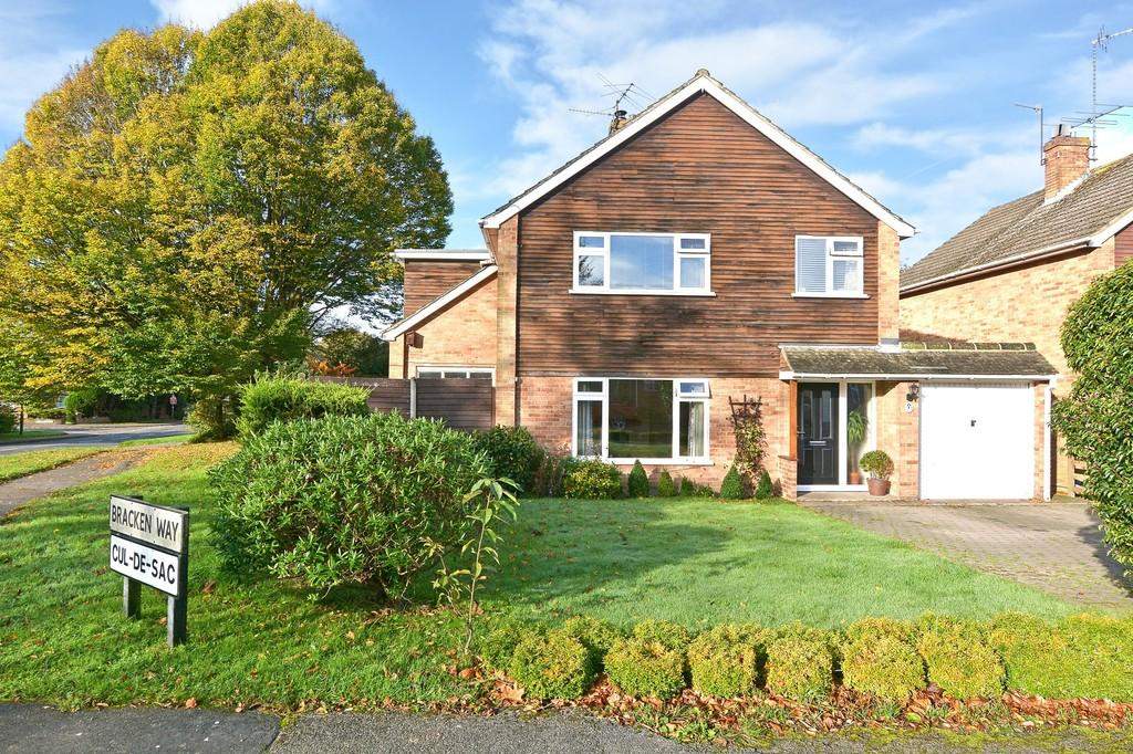 4 Bedrooms Detached House for sale in Bracken Way, Guildford
