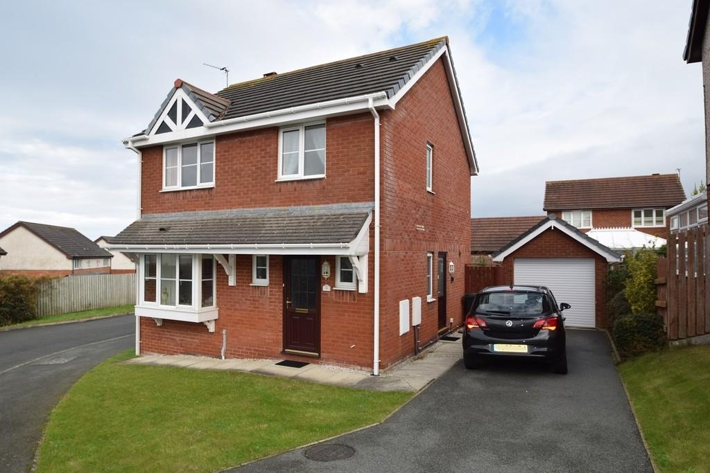 3 Bedrooms Detached House for sale in Plas Newydd, Llandudno