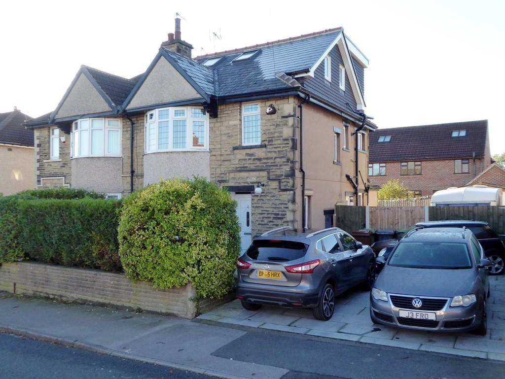 4 Bedrooms Semi Detached House for sale in Richmond Road, Farsley