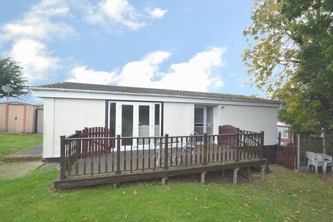 2 bedroom mobile home for sale - Sunset Drive, Havering-atte-bower, Romford