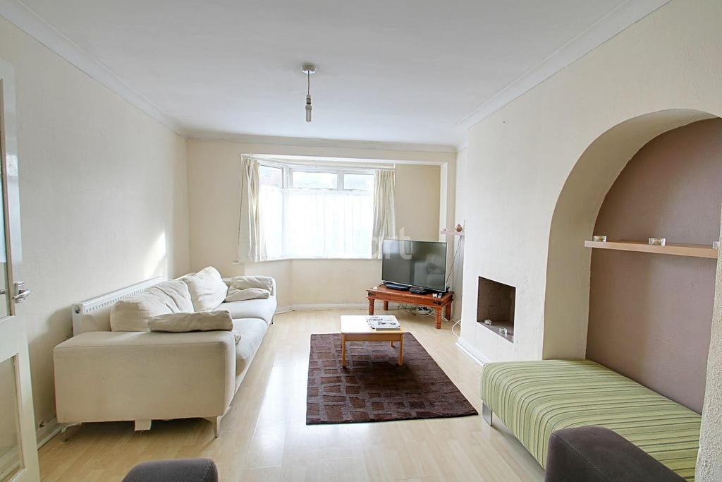 4 Bedrooms End Of Terrace House for sale in Northumberland Avenue, Hornchurch