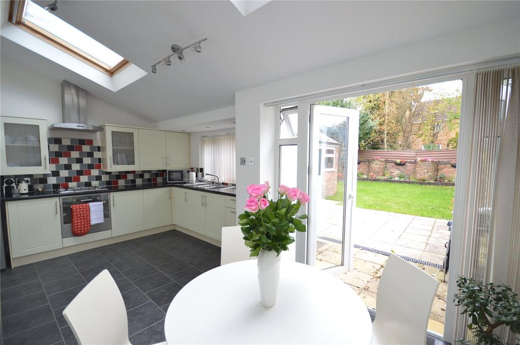 3 Bedrooms Semi Detached House for sale in Caerphilly Road, Heath, Cardiff, CF14