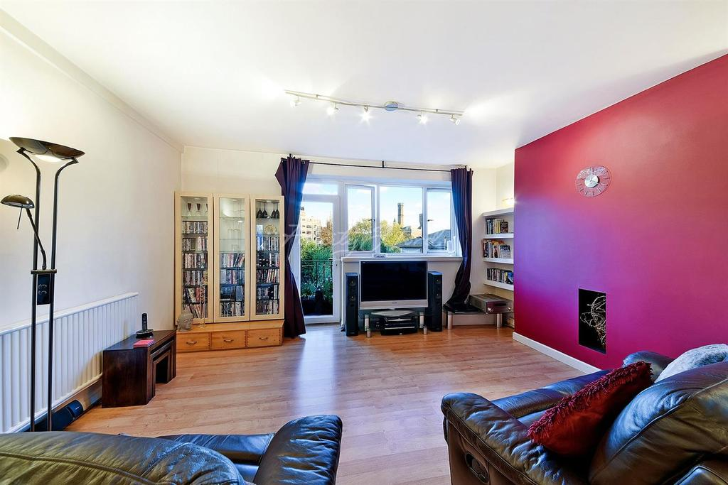 3 Bedrooms Flat for sale in Lakeside Court, Green Lanes, N4