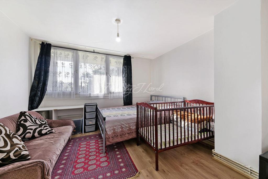 2 Bedrooms Maisonette Flat for sale in Lysander House, E2