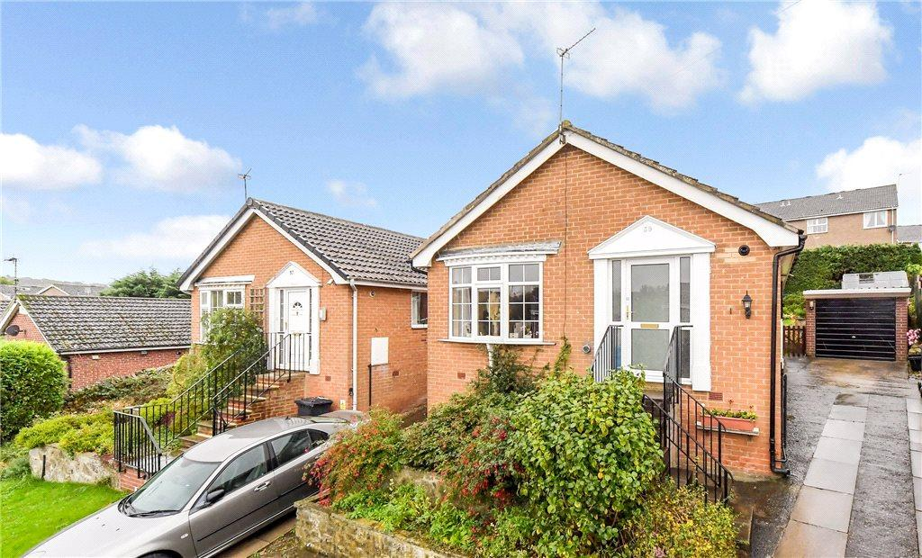 2 Bedrooms Detached Bungalow for sale in Stonebeck Avenue, Harrogate, North Yorkshire