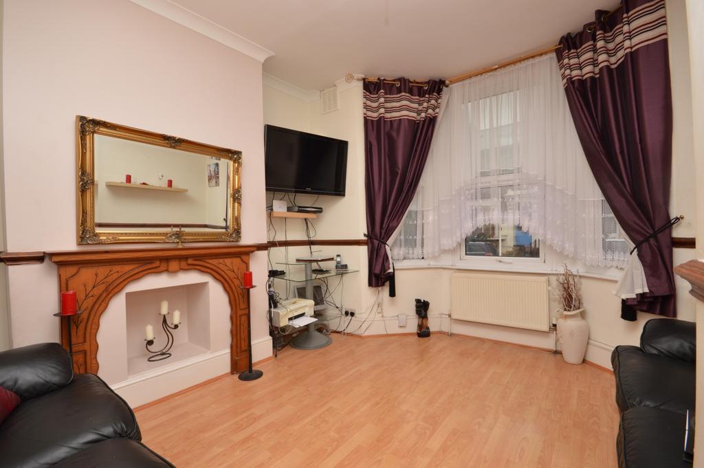 3 Bedrooms Maisonette Flat for sale in Shardeloes Road New Cross SE14