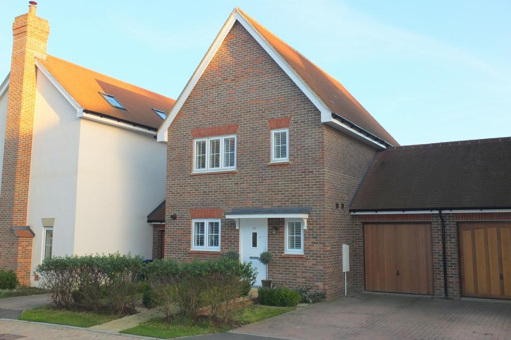 3 Bedrooms House for sale in Chandlers Field Drive, Bolnore Village, Haywards Heath, RH16