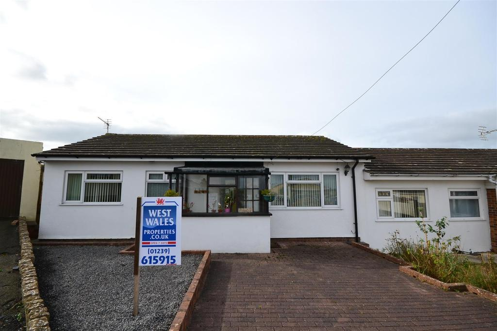 2 Bedrooms Semi Detached Bungalow for sale in Aberporth