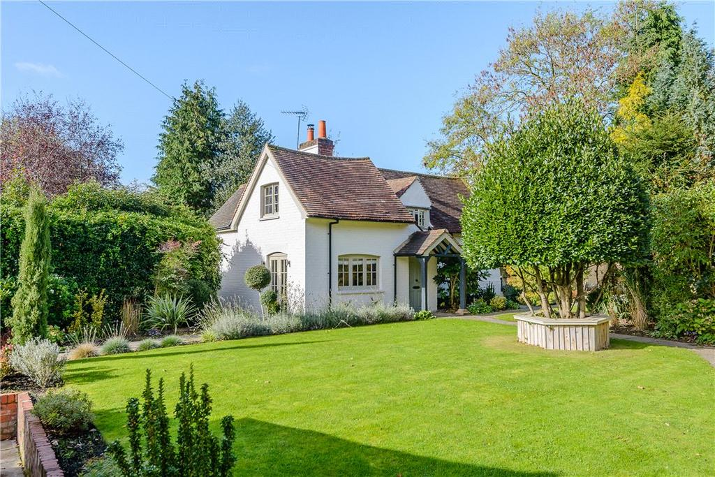 4 Bedrooms Detached House for sale in Bath Road, Kiln Green, Reading, Berkshire, RG10