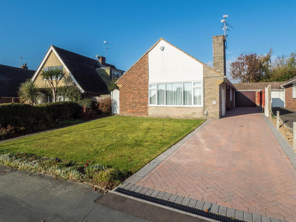 3 Bedrooms Bungalow for sale in Madginford Close, Bearsted, Maidstone