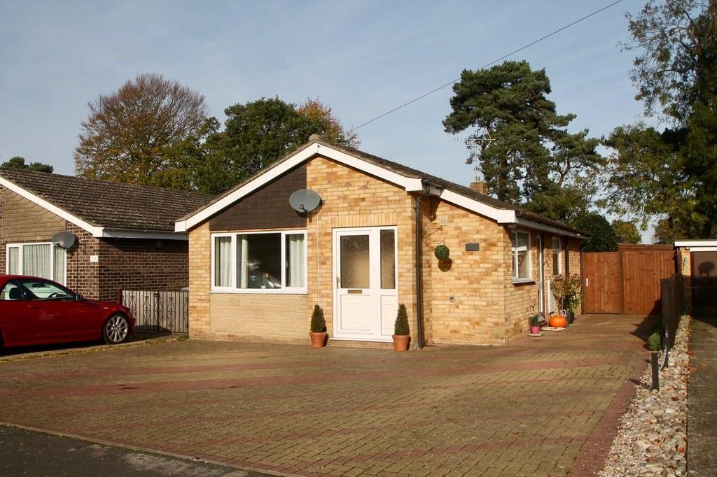 2 Bedrooms Detached Bungalow for sale in Woodcutters Way, Lakenheath