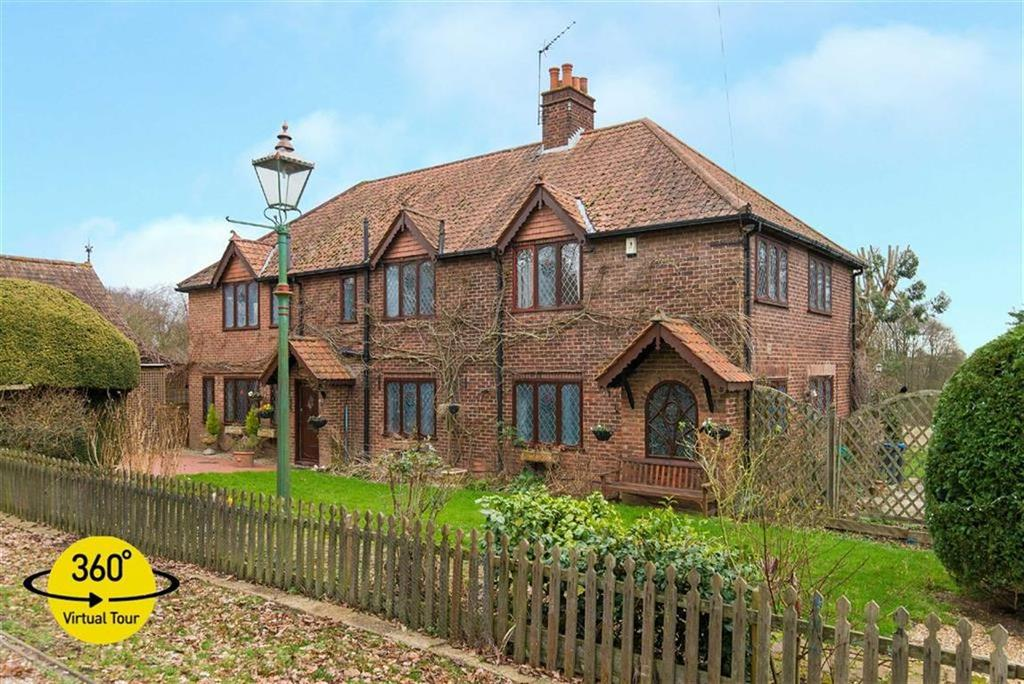 5 Bedrooms Detached House for sale in Camfield Place, Essendon, Hertfordshire