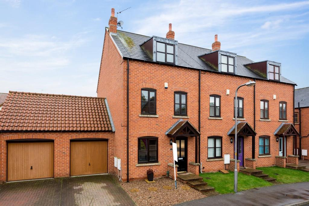 3 Bedrooms House for sale in Barn Elms, Camblesforth, Selby