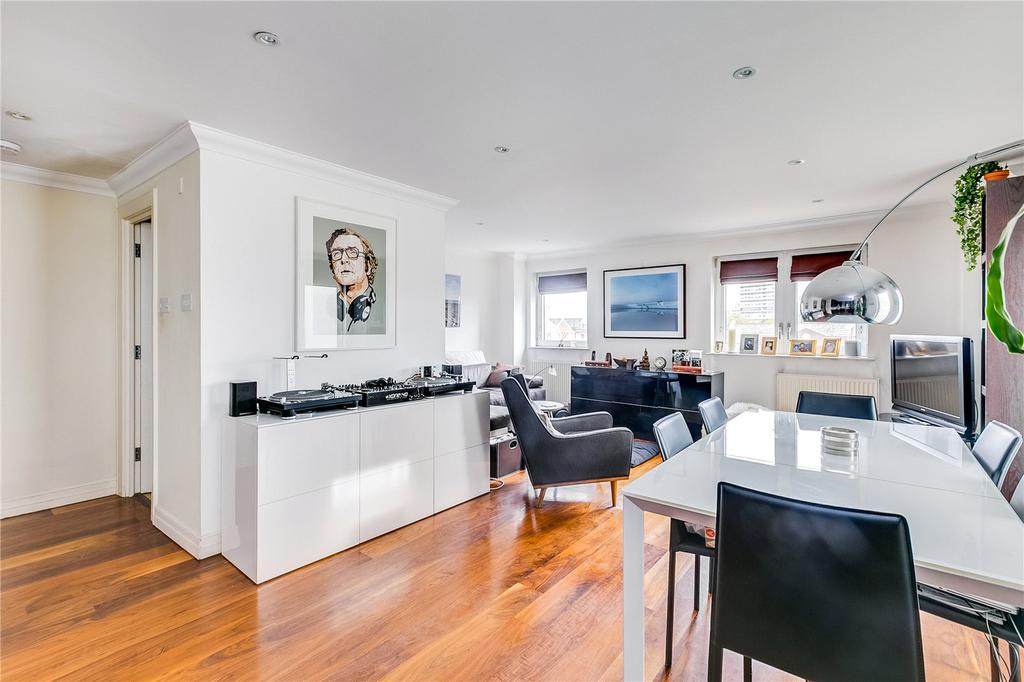 2 Bedrooms Flat for sale in Molasses House, Clove Hitch Quay, London