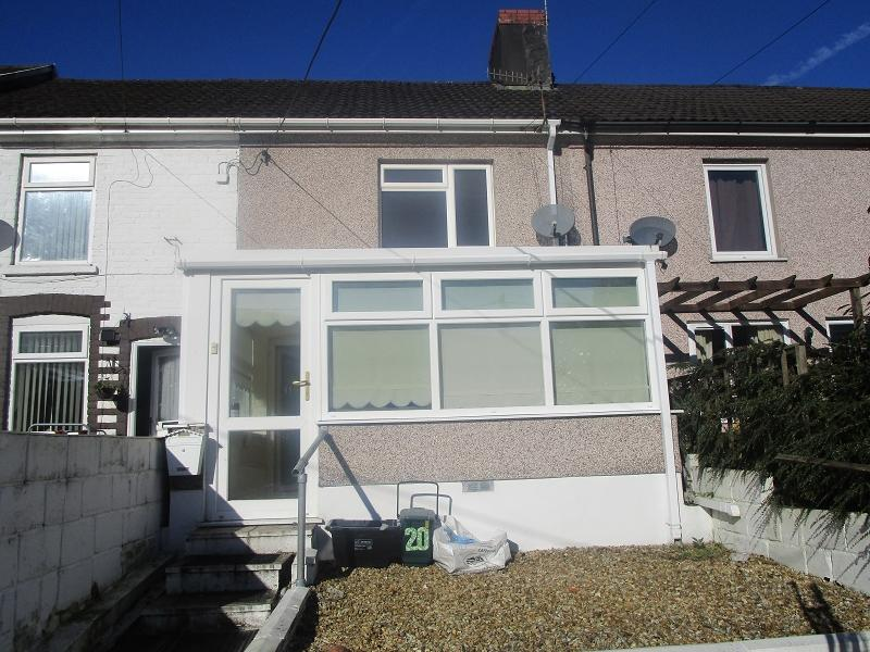 2 Bedrooms Terraced House for sale in Canal Terrace, Ystalyfera, Swansea.
