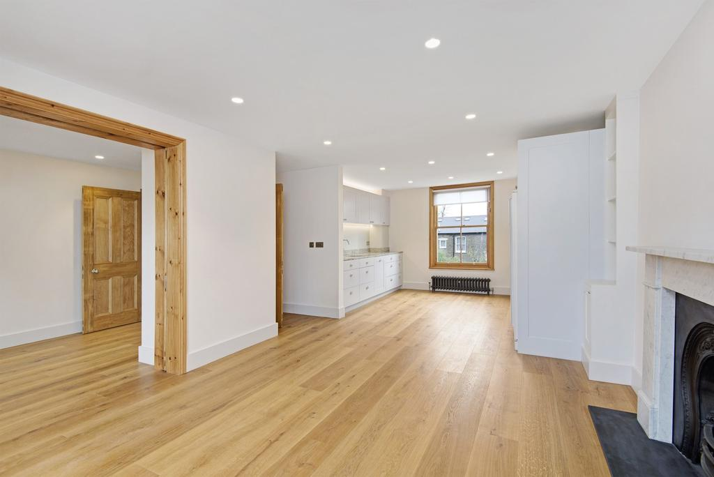 3 Bedrooms Flat for rent in Oxford Gardens, London, W10