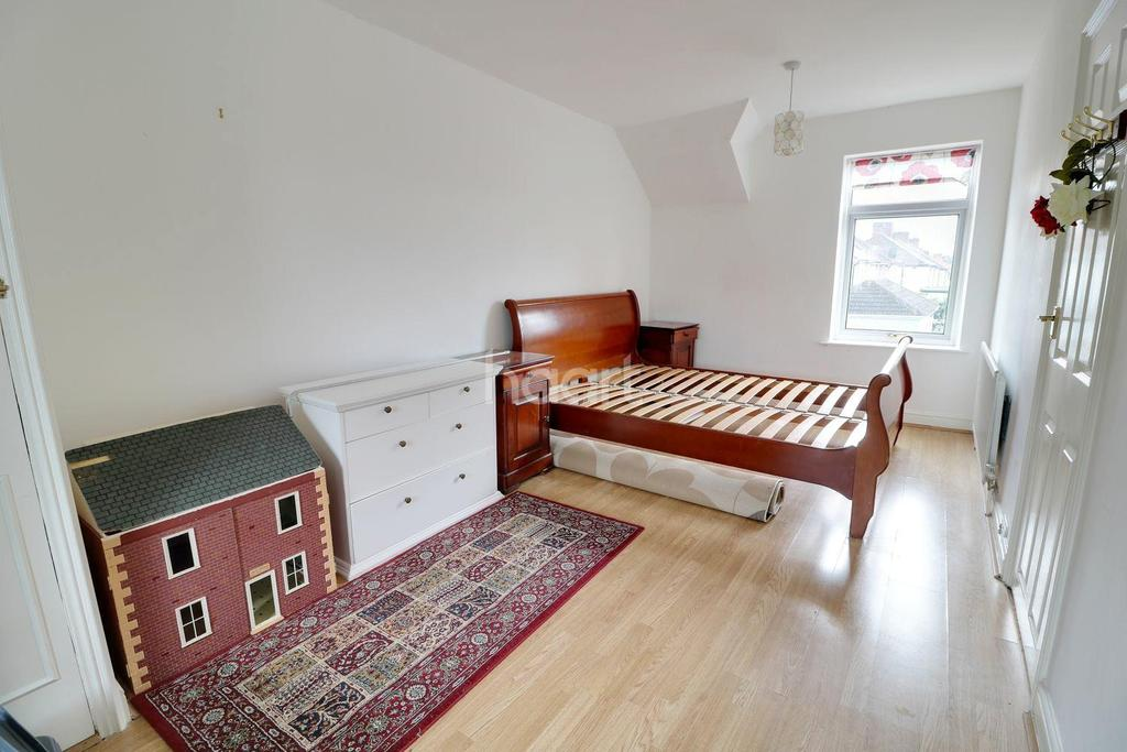 3 Bedrooms Terraced House for sale in Main Avenue, Enfield, EN1