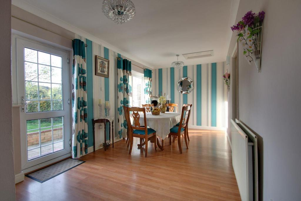 4 Bedrooms Detached House for sale in Wootton Hall Park, Northampton