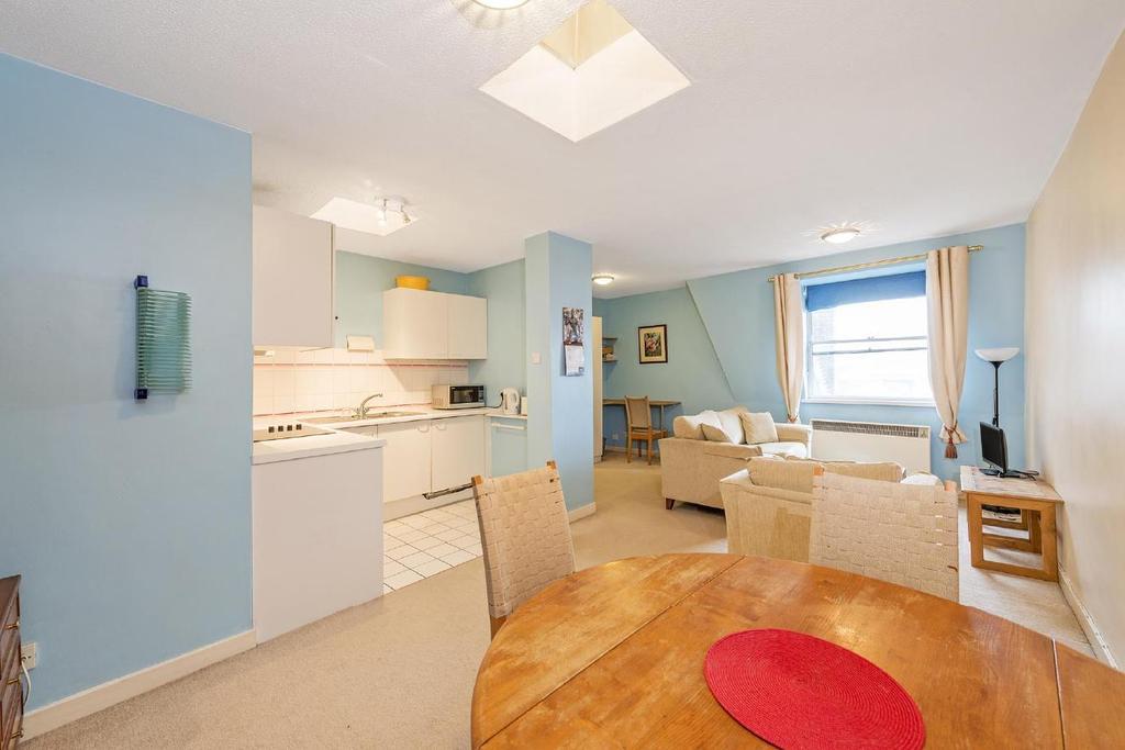 2 Bedrooms Flat for sale in Orsett Terrace, Bayswater