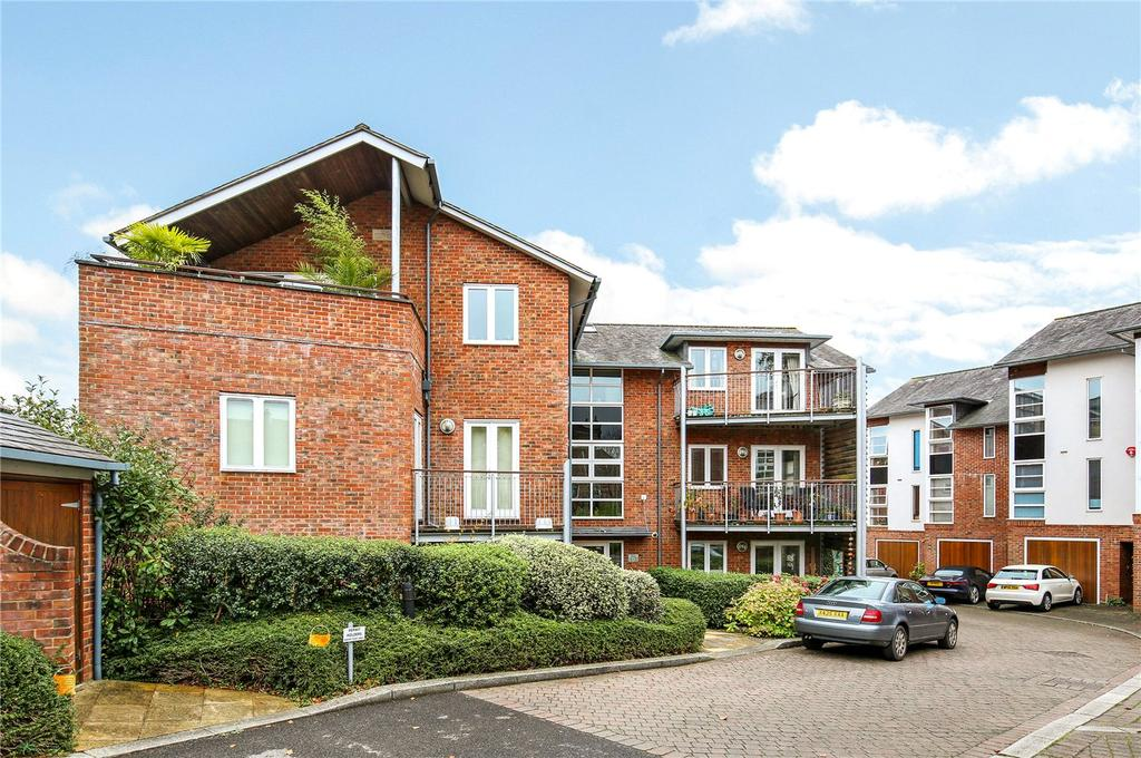 2 Bedrooms Flat for sale in Friary Gardens, Winchester, Hampshire, SO23