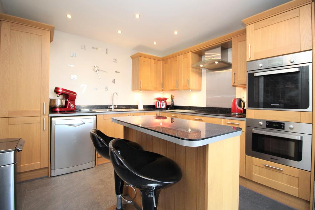 3 Bedrooms Semi Detached House for sale in Peckham Close, Titchfield Common