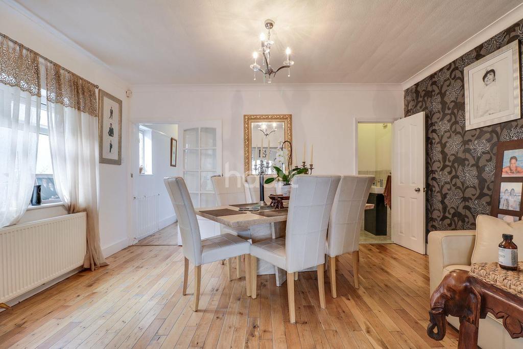 4 Bedrooms Detached House for sale in Thorington Avenue, Benfleet