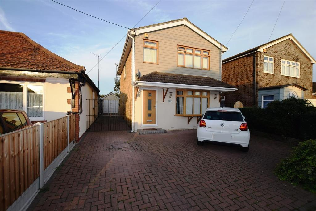 4 Bedrooms Detached House for sale in Laburnham Grove, Canvey Island