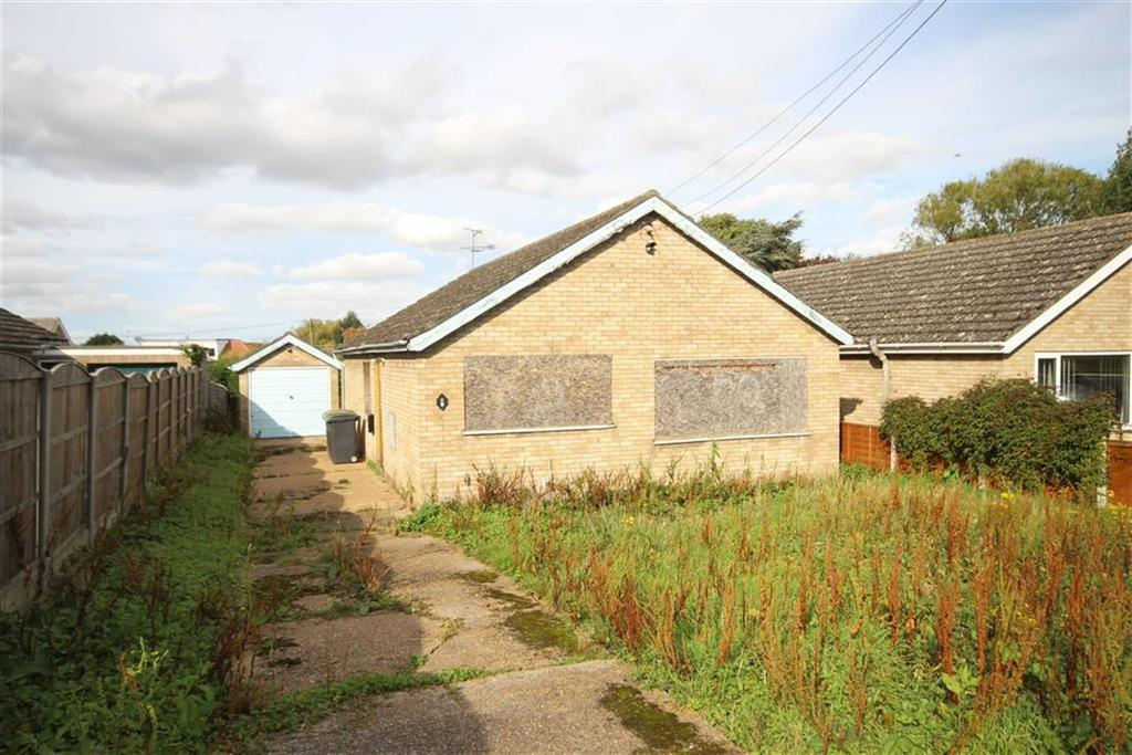 3 Bedrooms Detached Bungalow for sale in Church Road, Skellingthorpe, Lincoln, Lincolnshire